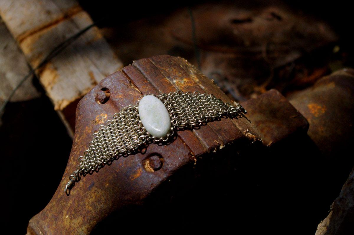 Armband mit Kettenhemdtechnik